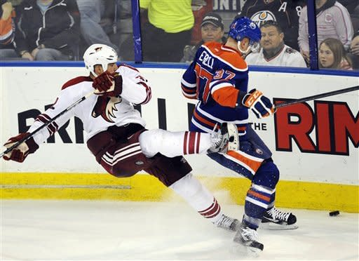 Whitney scores SO winner as Coyotes top Oilers 3-2