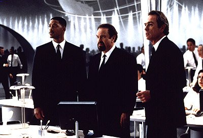 Will Smith , Rip Torn and Tommy Lee Jones in Men In Black
