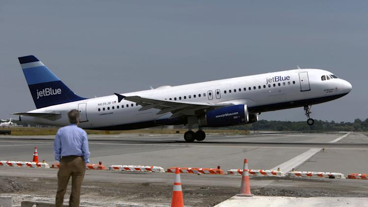 Computer glitch delays JetBlue flights