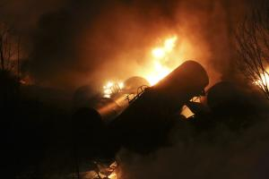 Train derailment, fire, forces West Virginia evacu …