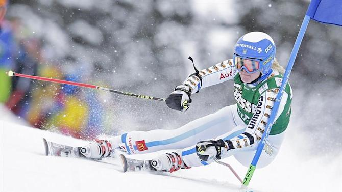 APA21791130. Kuehtai (Austria), 28/12/2014.- Jessica Lindell-Vikarby of Sweden in action during the first run of the women's Giant Slalom race of the FIS Alpine Ski World Cup season in Kuehtai, Austria, 28 December 2014. (Suecia) EFE/EPA/GEORG HOCHMUTH