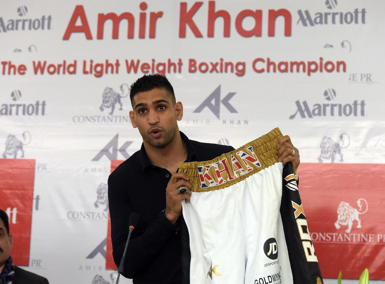 Amir Khan wants Mayweather fight