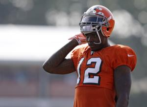 NFL suspends Browns star WR Gordon for 2014 season
