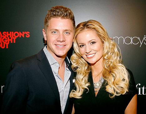Jef Holm Flirts With Emily Maynard Lookalike on Solo Night Out