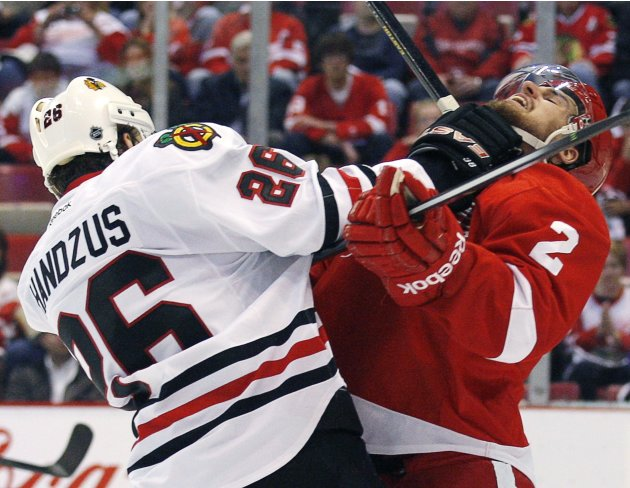 Red Wings' Smith takes a hit from Blackhawks' Handzus during Game 4 of their NHL Western Conference semifinals hockey playoff game in Detroit