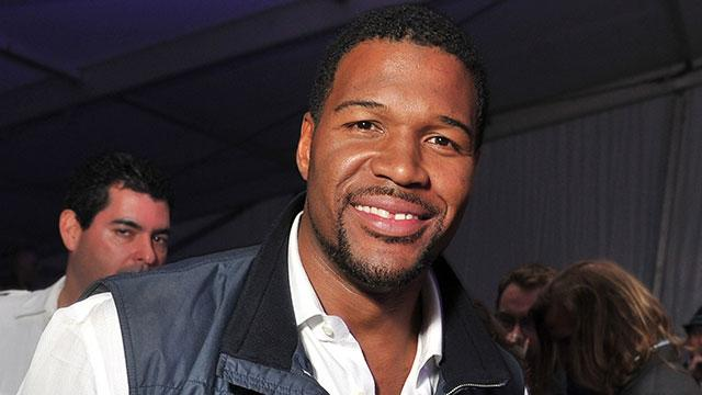 Michael Strahan Makes His 'Live' Debut!