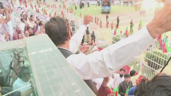 Imran Khan brazens out Pakistan campaign trail