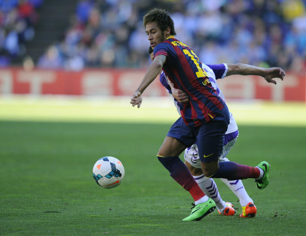 Barcelona's Neymar from Brazil struggle for the ball during a Spanish La Liga soccer match at the Jose Zorrilla stadium in Valladolid, Spain, Saturday March 8, 2014. (AP Photo/Israel L. Murillo)