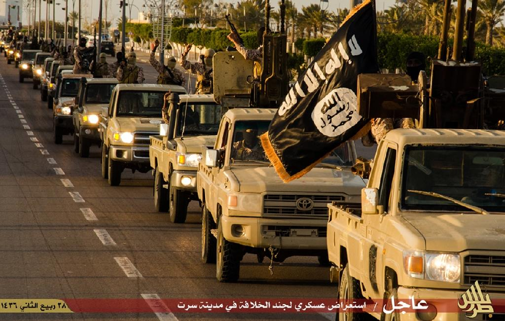 IS pushes east in Libya amid government air strikes