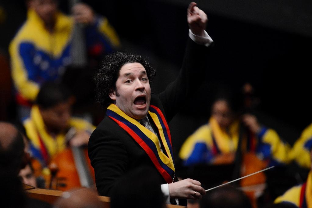 Venezuelan conductor Dudamel extends contract in LA