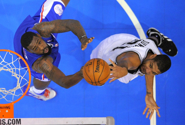 San Antonio Spurs forward Tim Duncan, right, shoots as Los Angeles Clippers center DeAndre Jordan defends during the first half of their NBA basketball game, Wednesday,