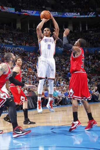 Thunder stomp Bulls, 1 game back for best record