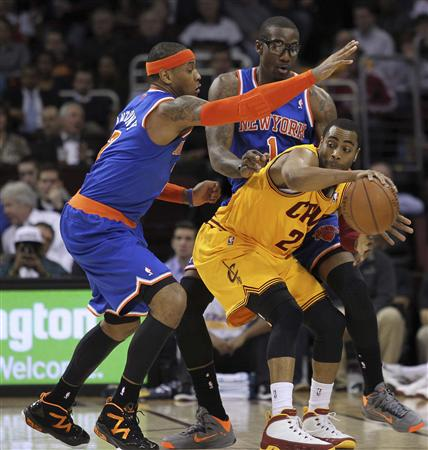 New York Knicks' Anthony and Stoudemire defend Cleveland Cavaliers' Ellington during the first quarter of their NBA basketball game in Cleveland