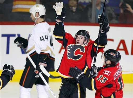 Winnik, Getzlaf lead Ducks past Flames 5-4