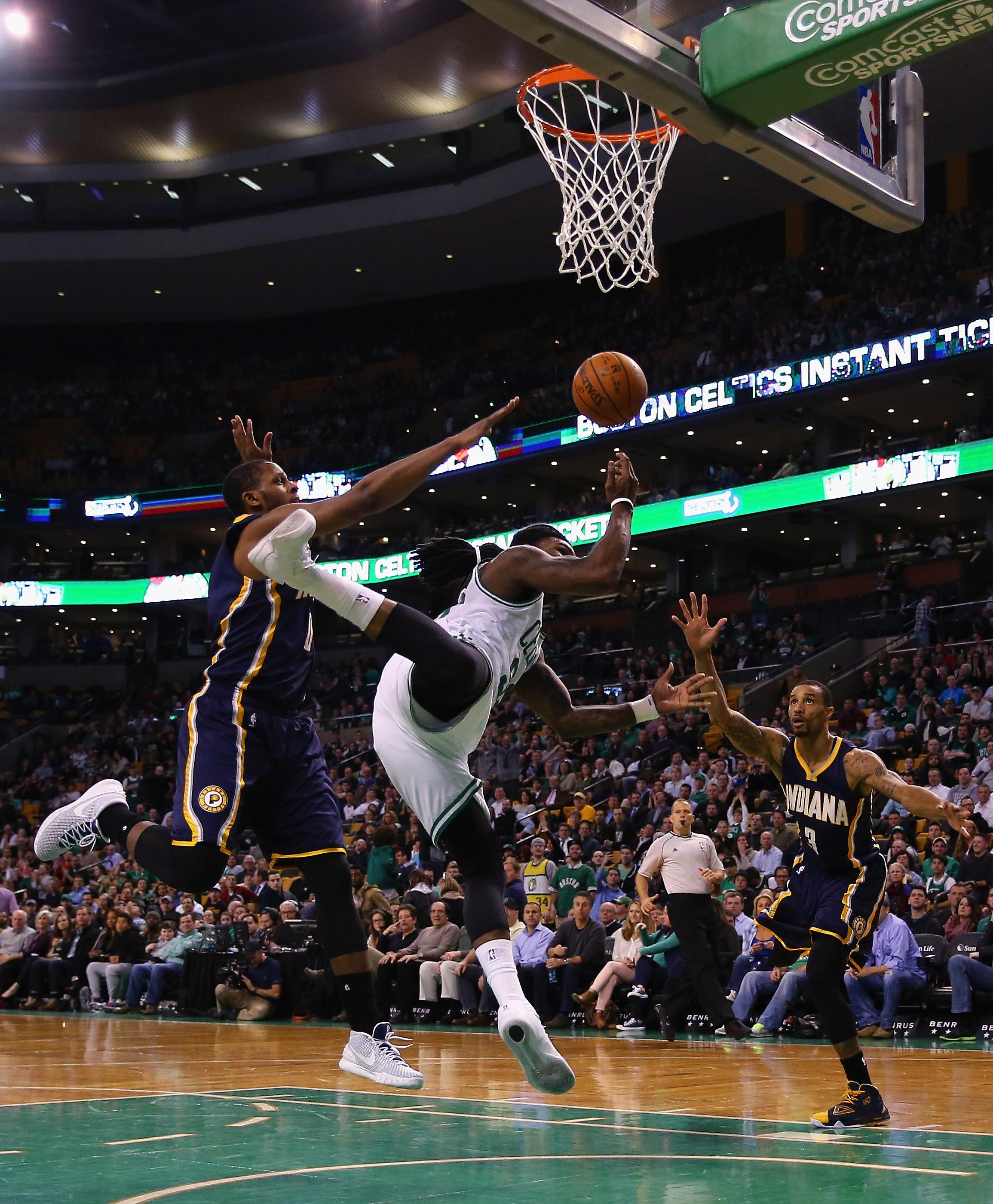 Olynyk overcomes eye injury, leads Celts past Pacers 100-87
