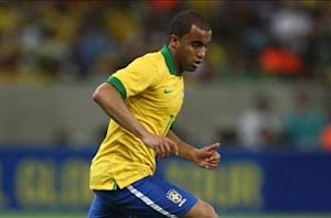 Lucas Moura named on Brazil's seven-man World Cup standby list