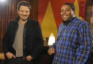Jeremy Renner, Kenan Thompson  | Photo Credits: Dana Edelson/NBC