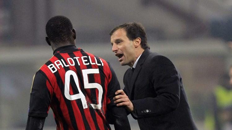 AC Milan's coach Allegri gives instructions to Balotelli during their Champions League soccer match against Ajax Amsterdam in Milan