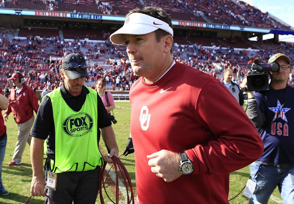 Sooners' Stoops close to record win