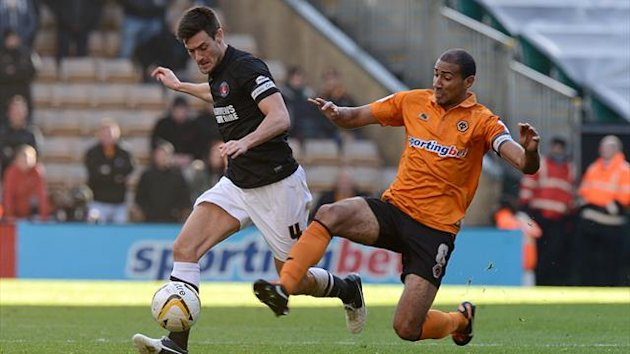 Charlton Athletic's Johnnie Jackson (left) and Wolverhampton Wanderers' Karl Henry (right) battle for the ball