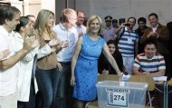 Evelyn Matthei, presidential candidate of the Chilean conservative right-wing bloc, casts her ballot at a public school during the presidential election in Santiago, December 15, 2013. REUTERS/Eliseo Fernandez