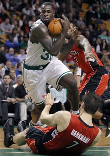 Rondo scores 17 as Celtics beat Raptors 81-73