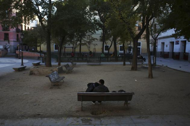 A couple share a moment at a park in central Madrid