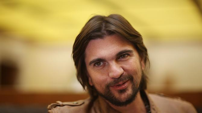 """FILE - In this May 4, 2012 file photo, Colombia's singer Juanes poses for photos during an interview in Mexico City. The Colombian singer announced Thursday that his first memoir will be released April 2 in English and Spanish. Its titles are """"Chasing the Sun"""" and """"Persiguiendo el sol,"""" and they'll be released on Celebra, a division of Penguin Group. (AP Photo/Alexandre Meneghini, file)"""