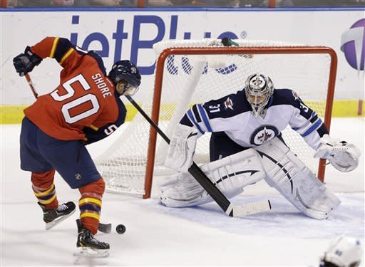 Panthers net 5 goals in 3rd to beat Jets 6-3