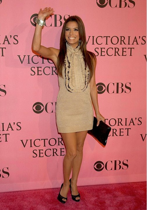Eva Longoria arrives at the 2007 Victoria's Secret Fashion Show at the Kodak Theatre.