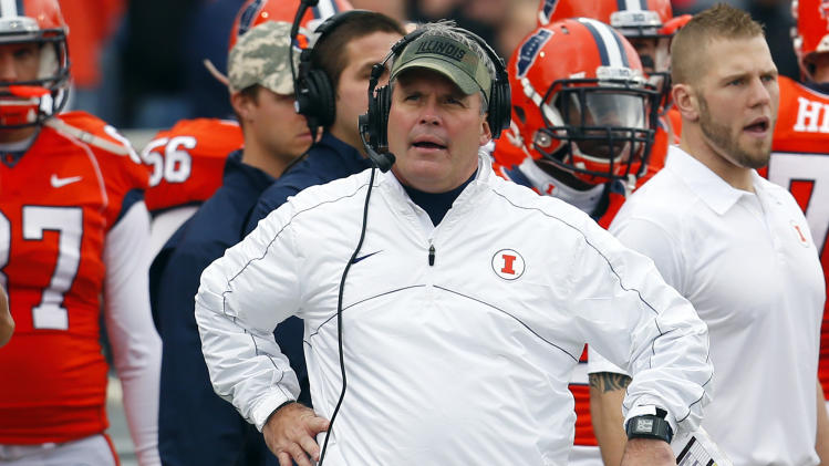 Beckman will be back as Illinois coach in 2014