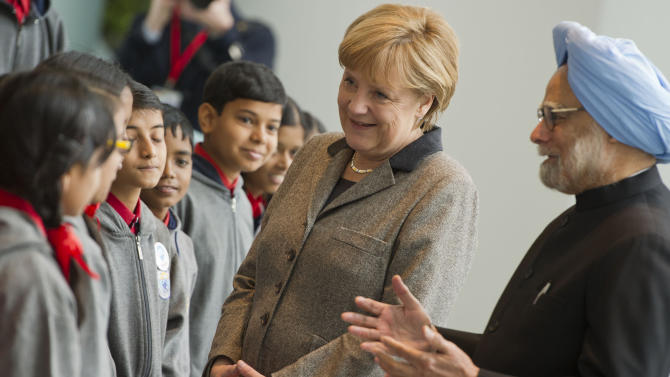 German Chancellor Angela Merkel and Indian Premier Manmohan Singh talk to pupils of an Indian school class as they meet for the Germany-India summit at the chancellery in Berlin, Germany,Thursday April 11, 2013.  (AP Photo/dpa,Ole Spata)