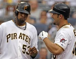 Pirates stay hot, beat Giants 13-2