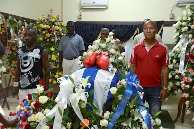 Friends and sportmen stand in an honour