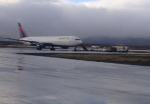 Passengers in emergency landing leave AK airport