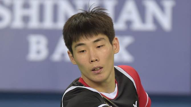 South Korea's Son Wan-ho returns a shot against Taiwan's Chou Tien Chen during the badminton men's semi-final match at the 2014 Asian Games in Incheon on September 22, 2014