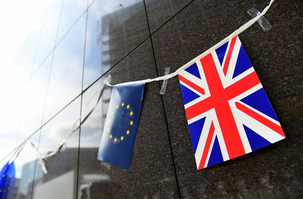 Britain set to change EU referendum question