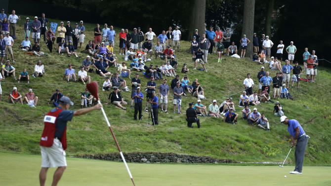 Tiger Woods putt on the ninth hole during the first round of the U.S. Open golf tournament at Merion Golf Club, Thursday, June 13, 2013, in Ardmore, Pa. (AP Photo/Darron Cummings)