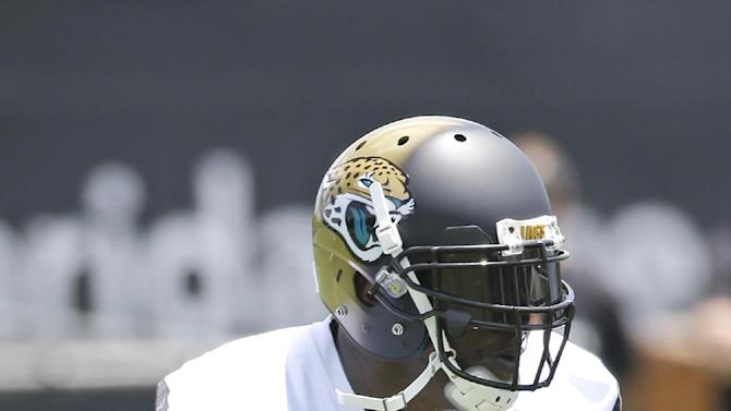 Clemons arrives at Jaguars camp amid family issues