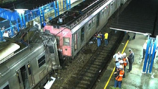 Image grab taken from an SBT video shows the two commuter trains that collided at the Presidente Juscelino train station in Mesquita on January 5, 2015