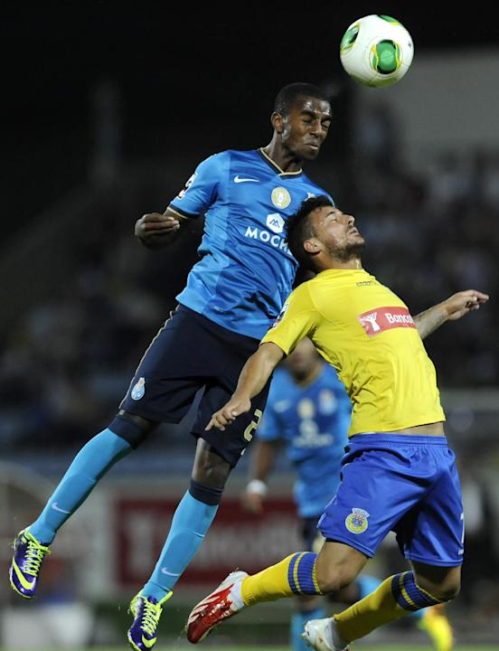 FC Porto's Ricardo Pereira, left, challenges for a high ball Arouca's Serginho Carneiro during their Portuguese League soccer match at the Municipal Stadium, in Arouca, Portugal, Sunday Oct. 6, 2013
