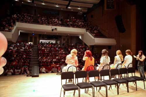 Kara Holds Surprise Fan Meeting With 400 Kamilia Fans in Korea