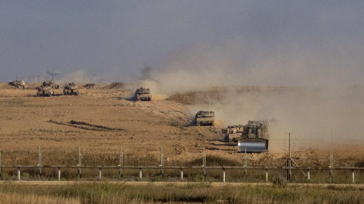 Israeli army tanks and armoured vehicles move back into Israel from Gaza