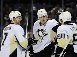 Crosby has 5 assists in Penguins' rout of Sabr …