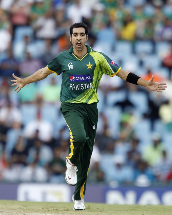 Pakistan's Irfan celebrates bowling out South Africa's De Villiers during their Twenty20 cricket match at Centurion in Pretoria