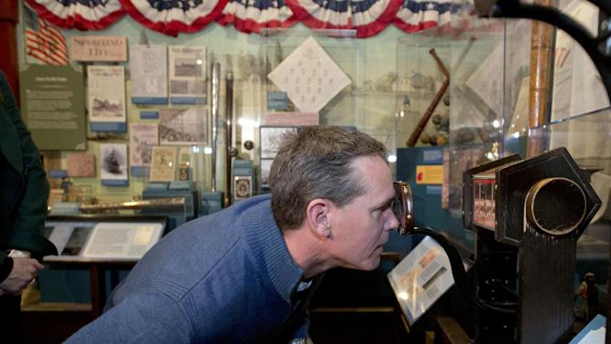 Former Houston Astros player Craig Biggio looks at stereoscopic baseball photos during his orientation visit at the Baseball Hall of Fame on Friday, Jan. 30, 2015, in Cooperstown, N.Y. Biggio will be inducted to the Hall in July