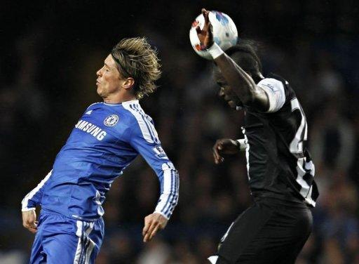 Chelsea's Fernando Torres (L) and Newcastle United's Cheick Tiote