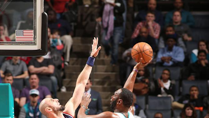 Gortat, Wizards roll to 95-69 victory over Hornets