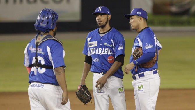 Nicaragua's Indios del Boer starting pitcher Rodney Rodriguez, center, speaks with his catcher Alexis Candelario, left, and first basemen Sandor Guido, in the second inning of the Latin American Baseball Series semifinal match against Colombia's Leones de Monteria, in Panama City, Saturday, Jan. 31, 2015