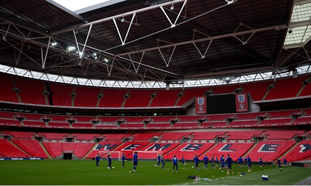 Miembros de la seleccin de Ucrania entrenan en el estadio de Wembley, en Londres, el lunes 10 de septiembre de 2012. Inglaterra jugar amistosos contra Brasil e Irlanda en el estadio de Wembley el a